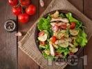 Рецепта Свежа зелена салата с пилешко филе на тиган, тиквички, маруля и рукола